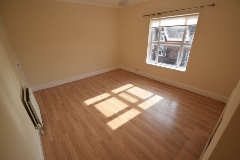 2 bedroom Mid Terrace to rent in Winsdon Road, Luton - Photo 11